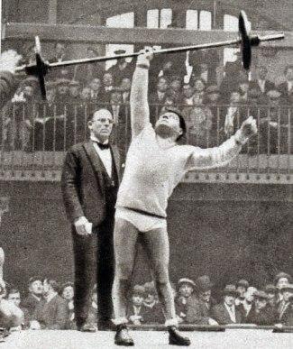 503px-Le_poids_plume_Raymond_Suvigny,_champion_olympique_à_Los_Angeles_en_1932